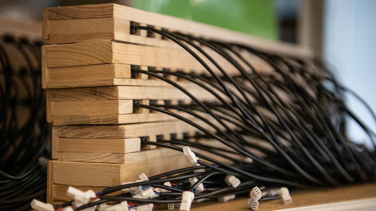 Zanápadem nazařízení, které šetří motor ařetězelektrokol, stojí bývalý cyklistický závodníkRichard Mráz. Senzor profirmu vyrábí společnost Alema Lanškroun.