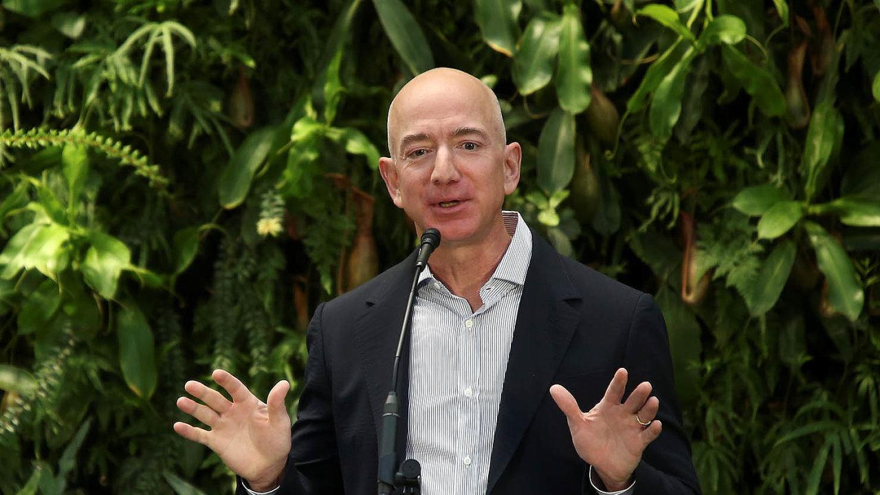 Amazon v čele s nejbohatším mužem světa Jeffem Bezosem popírá nařčení, že by vysával inovace ze start-upů. Soudy se Amazonu dařilo zatím odvracet mimosoudním vyrovnáním.
