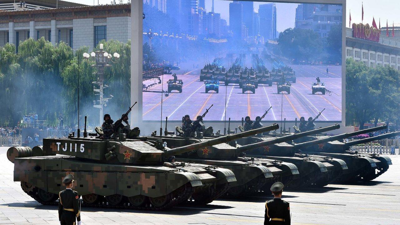 K podpoře svých zájmů Čína často používá demonstrace síly. Pořádá velké vojenské přehlídky a její ozbrojené složky manévrují například v Jihočínském moři.