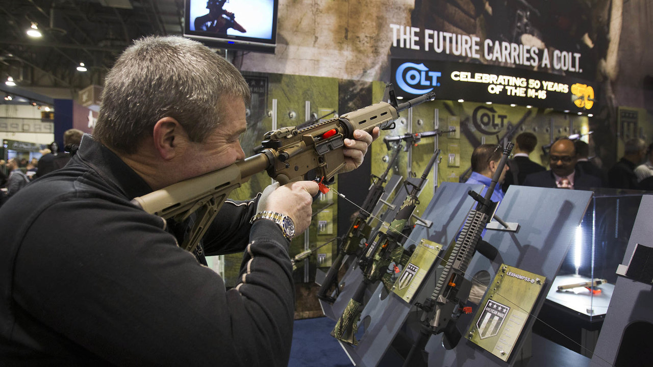 Colt vyrábí například útočné pušky M4.