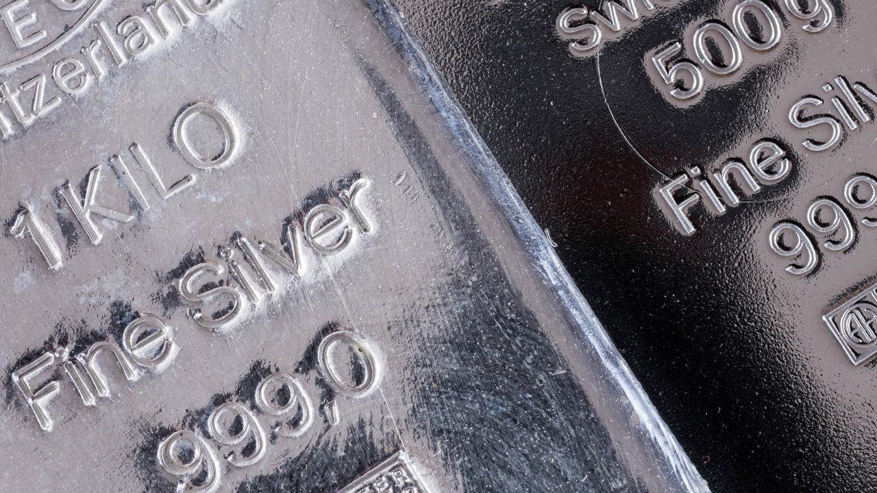 Cena stříbra vylétla na maximum za osm let. Může za to tažení