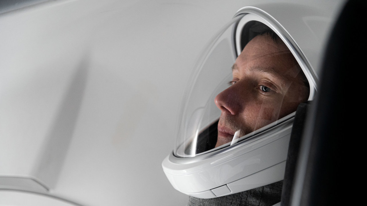 Thomas Pesquet v lodi SpaceX Crew Dragon