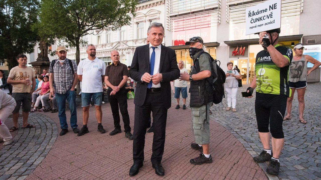 Lidovci ve Zlínském kraji poutají pozornost i díky svému výraznému politikovi, senátorovi Jiřímu Čunkovi. V letošních sněmovních volbách se však budou muset obejít bez něho.
